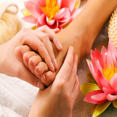 phuong phap massage chan chua benh